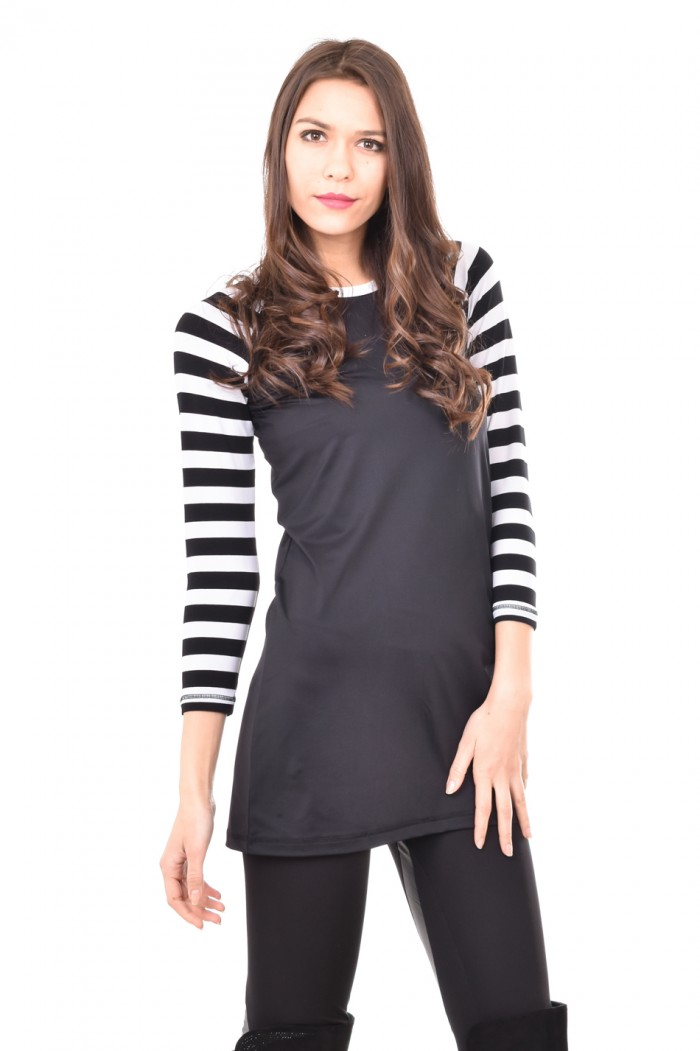 Interesting tunic in black and white Emeli