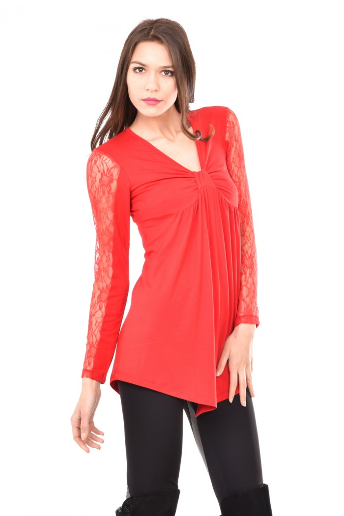Interesting tunic with lace sleeves Avena